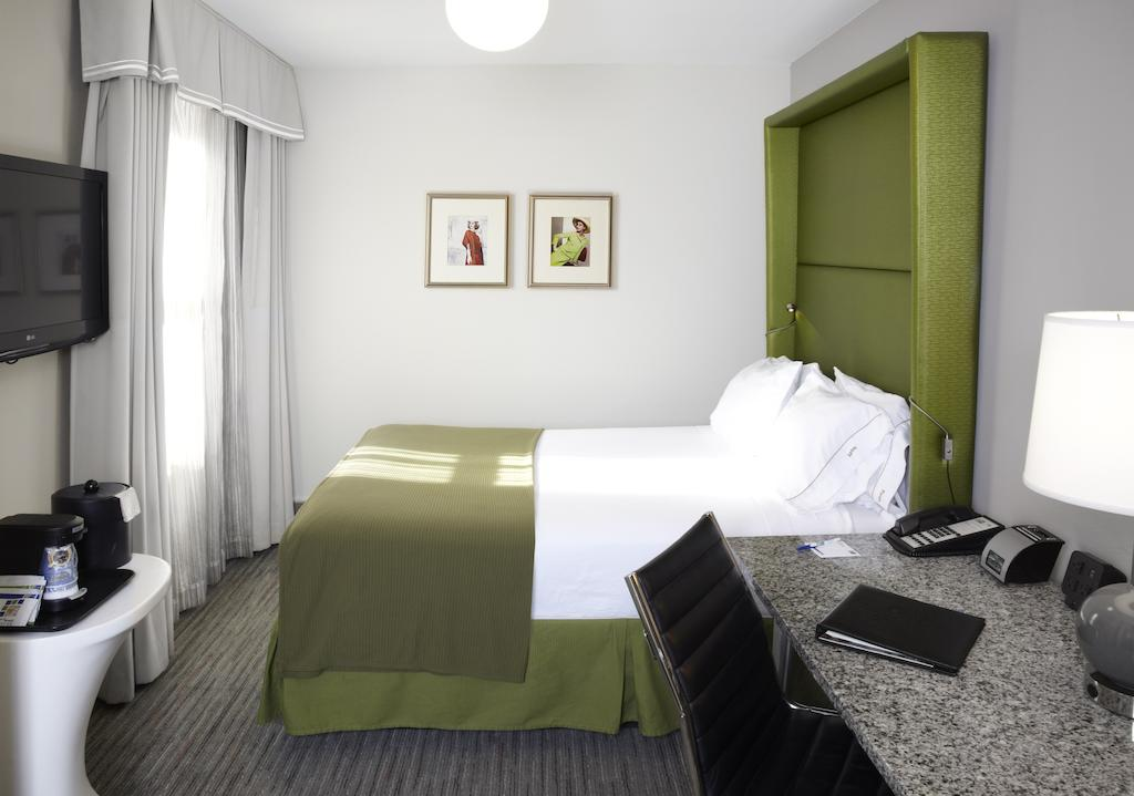 Hotel Cass - A Holiday Inn Express